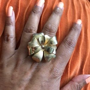 Gold stretchy ring